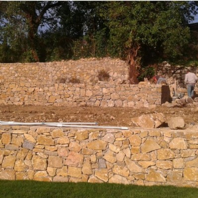 Construction of dry stone walls in the French Riviera